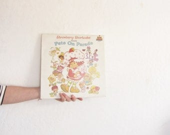 strawberry shortcake and friends record . 1982 pets on parade vinyl .sale s a l e