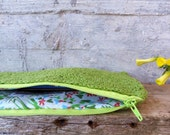 Green pencil case in upcycled yarn. Crocheted case in lime green with zipper and floral lining in vintage fabric