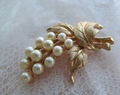 Trifari signed classic vintage brooch with faux pearls gold colored metal brushed leaves