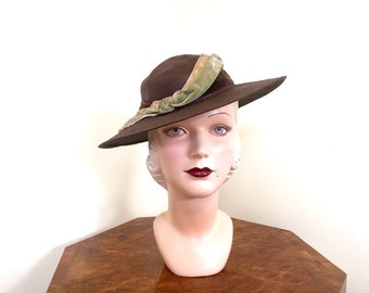 Vintage 1930s brown summer hat with wide brim and mint and cream trim - small 21