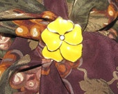 Vintage Gold Tone Scarf Ring - Yellow Flower with Gold Detailing - Floral Scarf Clip/Costume Jewelry
