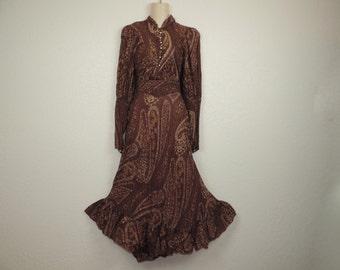1970's prairie dress boho chic paisley ruffle french country burgundy romantic medium