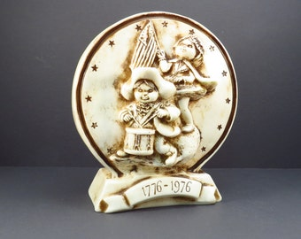 "Spirit of ""76 Plastic Coin Bank Vintage 1970s Kitschy Childs Bicentennial Patriotic Money Bank"