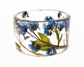 Size Small Forget Me Nots Botanical Resin Bangle. Resin Bracelet with Pressed Flowers.