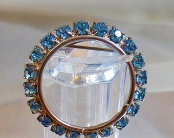 SALE Vintage Blue Rhinestone Circle Brooch. Silver Tone. Blue Rhinestones Circle Pin.