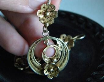 Unmarked gilt metal filigree flower dangle earrings - vintage jewelry - statement jewelry