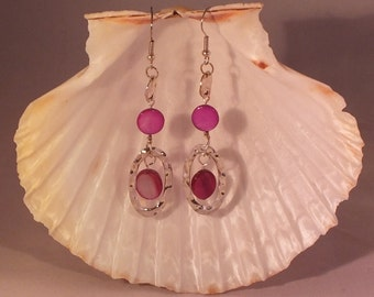 Pretty magenta mother of pearl and textured silver dangle earrings