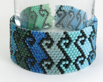 CLEAR SAILING Aqua Blue and Teal Green Beaded Bracelet - Waves Swirl Spiral - Peyote Seed Bead Bracelet - Seed Bead Jewelry - Button Clasp
