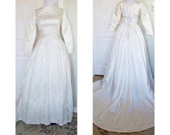 Vintage 1950s luxuriouss satin wedding gown - semi cathedral train