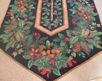 SALE Woodland Holly Acorns and Pine Border Table Runner