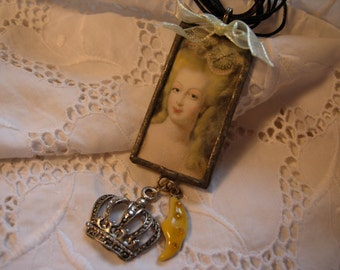 Mª ANTONIETTE - Soldered Art Glass Pendant
