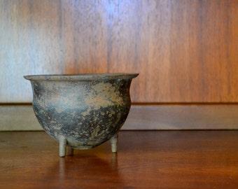 vintage cast iron cauldron pot