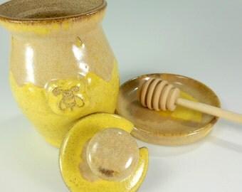 Ceramic honey dipper pot, pottery honey jar, stoneware honeypot, ceramic honey pot with bee, honey jar set with dipper stick and saucer