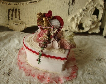 Valentine's day gift box heart shabby chic vintage style gift for friend party favor gift box paper mache glittered keepsake jewelry box
