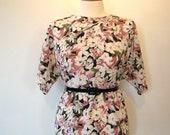 ON SALE Vintage 80s / OVERSIZED / Floral Print / Short Sleeve / Boxy / Secretary Blouse / Medium