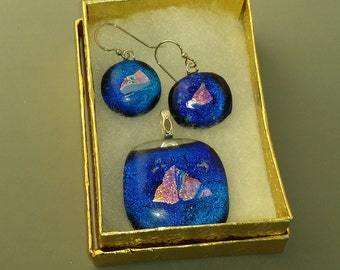 Amazing Glass Sailboats Blue Background with Dicroic Triangle Shapes Pendant and Earrings Set