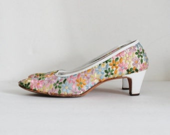 50% half off sale // Vintage 60s Embroidered Floral Serenades by Florsheim Pumps w/ Original Box - Ladies 7.5 Extra Narrow