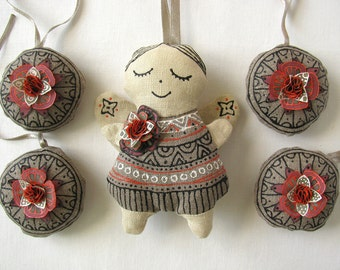 A set of linen ornaments decorated with silk flowers - angel and 4 linen ornaments
