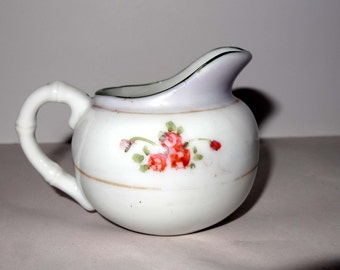 Made in Japan Porcelain Small Creamer with Pink Roses Motif Home and Garden Kitchen and Dining Serve Ware Tableware Creamers