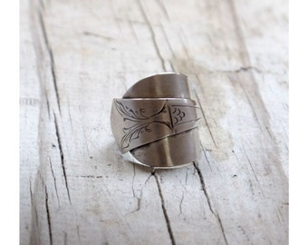 Silver SPOON RING Edged silver spoon ring Tulip Floral Dutch Silver engraved WHOLE spoon ring Upcycled silver spoon ring HelenSilverSmit