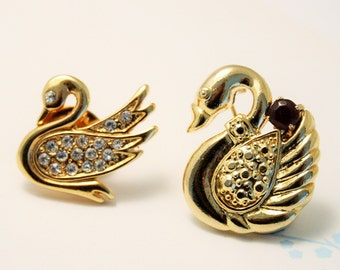 Lot of 2 swan pins brooches. Vintage brooches. Crystal swan pins