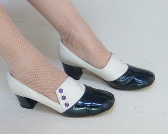 Vintage 1960s Mod Pumps in Patent Leather Blue and Ivory / 60s Twiggy Style Slip on Shoes Chunky Heels by Martinez/