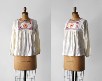 1970 peasant blouse. ivory. 70's boho top. gauze. flowy. embroidered. floral. 70 m blouse.