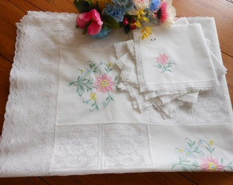 Vintage Lace And Embroidered Tablecloth And Napkins Set