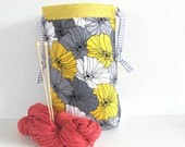 Projet sac à tricoter, tricot sac fourre-tout gris fleurs jaunes