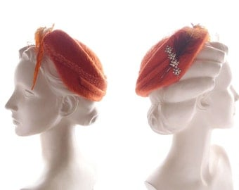 1940s-50s vintage hat / soft persimmon orange fur felt Clamper Hat with feather & rhinestone jeweled piece