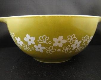 Pyrex Crazy Daisy Spring Blossom Cinderella Bowl 1.5 Quart Avocado Green White Flowers