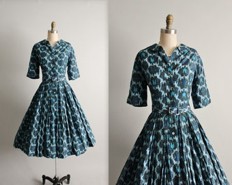 50's Shirtwaist Dress // Vintage 1950's Blue Novelty Print Garden Party Casual Shirtwaist Day Dress L