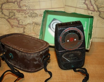 General Electric Light Exposure Meter with Case- Model DW-68 - item #1763