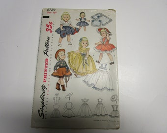 """Vintage Simplicity Printed Pattern 3729, for 16"""" doll, UNCUT 1950s"""