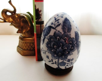 Blue and White Chinoiserie Egg on Stand, Blue and White, Chinoiserie, Easter Egg, Palm Beach Decor, Chinoiserie Egg