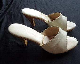 SALE Slip On Barbie Style Ivory Vintage 1980's Women's Stacked Wooden Heel Pumps 6.5