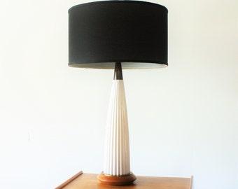 Vintage Mid Century Modern Ceramic Table Lamp