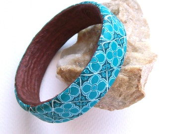 Blue Rondo boho bangle bracelet flowery tiles medium sized polymer clay bracelet in blue, aqua, turquoise and white shades