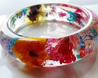 Flower Resin Bangle, Eco Friendly Resin Bracelet, Pressed Flower Jewelry, Rainbow Flower Bangle