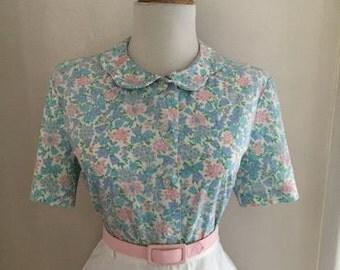 Vintage 1950s 1960s Rockabilly Retro Atomic Floral Print Cotton Short Sleeve Button Down Blouse