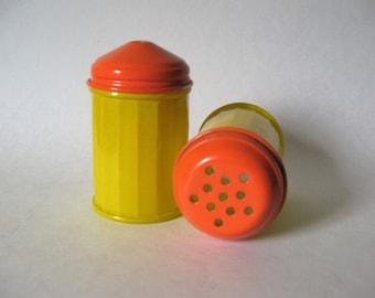 Gemco baked glassware vintage sugar shakers yellow orange metal tops