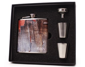 Personalized flask gift set for men // Chipped wood design