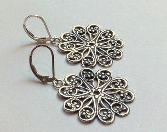 Floral Earrings, Woodland Earrings, Flower Earrings, Filigree Earrings, Casual Earring, Sterling Silver Earrings, Dangle Boho Silver Earring