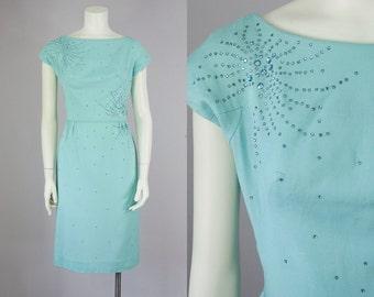 "50s Vintage Rhinestone Light Blue Linen Dress (S; 26 1/2"" Waist)"