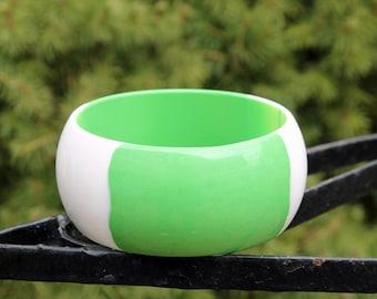 Extra Wide Green and White Lucite Quadrant Bangle, Best Plastics ca. 1960s