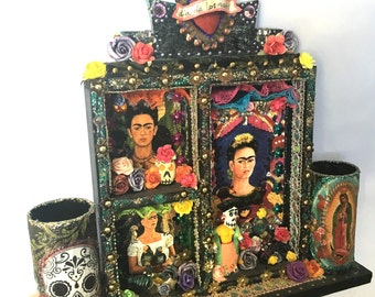Mexican wooden shrine shadowbox/ sacred heart/ Mexican folk art / rustic vintage  / day of the dead altar / frida kahlo