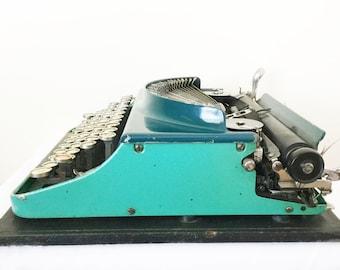 Remington Typewriter -Portable with case - Model number 3