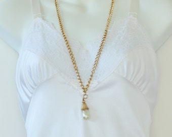 Vintage Signed Sarah Coventry SC Fashion Parade Goldtone Faux Baroque Pearl Ivory Off White Pendant Gold Tone Curb Chain Necklace