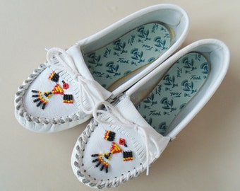 White Beaded Hand Laced Taos Moccasins Hard Sole Size 6&1/2 B Lightly Worn VERY NICE CONDITION