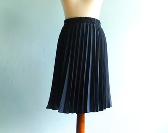 Vintage Pleated Skirt / Navy Blue / Secretary Office Work School Preppy / Classic Elegant / High Waist Elastic / Below Knee Length / medium